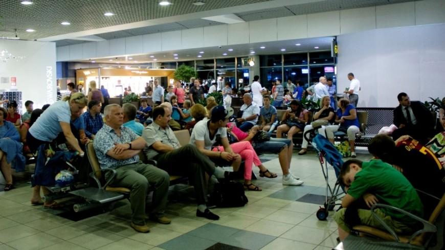 Из-за задержки рейса петербуржцам довелось спать наполу ваэропорту Дубая