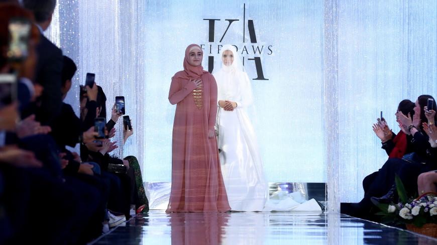 Дочь Кадырова представила на показе в Москве новую коллекцию одежды