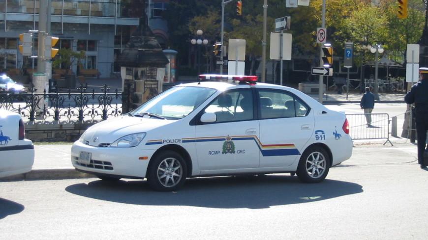 Канадец спел «Во весь голос» за рулем, его оштрафовала полиция