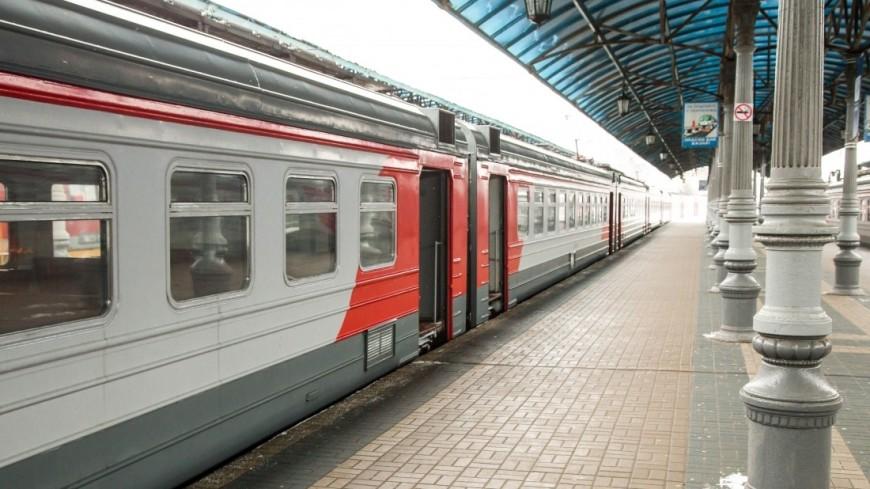 Мужчину насмерть зажало между поездом иплатформой в столицеРФ