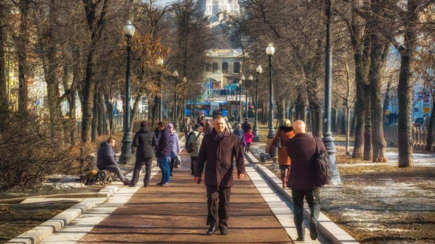 Опрос: россияне негативно относятся к пропаганде, но признают ее необходимость