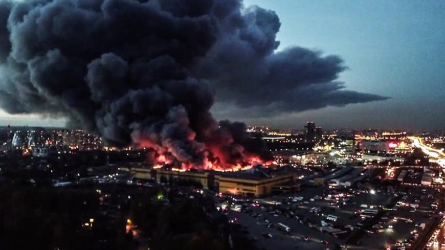 Часть стройцентра «Синдика» обрушилась из-за пожара