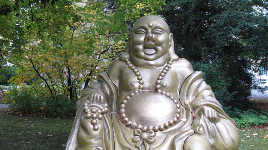В парке на севере Швейцарии появилась таинственная статуя Будды