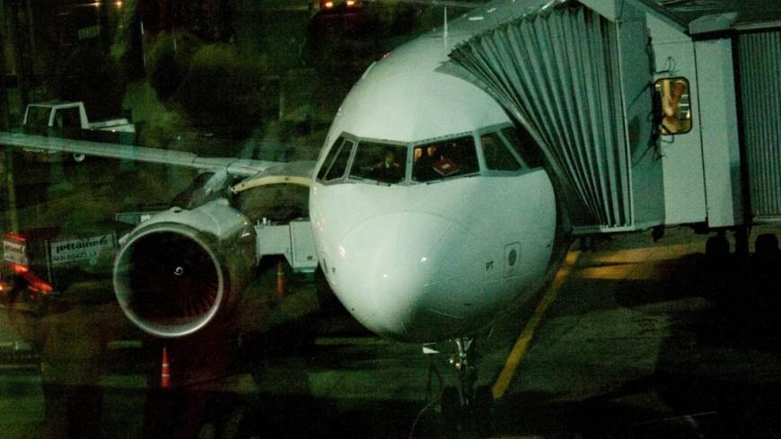В лондонском аэропорту сгорел автобус: отменены сотни рейсов