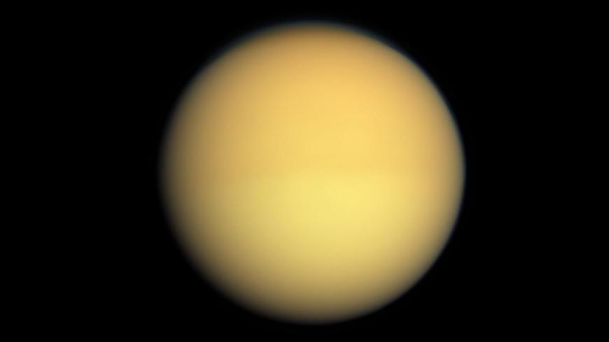 Астрономы обнаружили на Титане метановые грозы и дожди