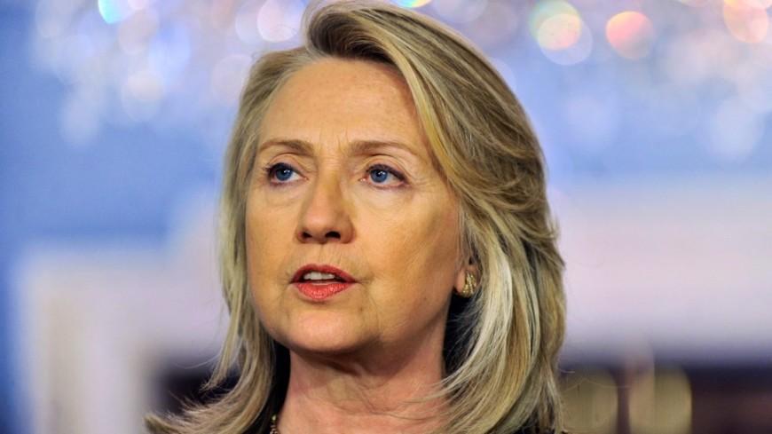 Клинтон пришла на выпускной в Йельский университет в шапке-ушанке