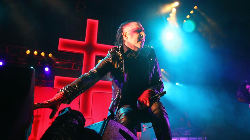 На Мэрилина Мэнсона во время концерта рухнули декорации: певец в больнице