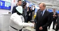Путин пожал руку пермскому роботу