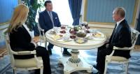 Путин выпил чая с Кобзоном и сделал ему подарок