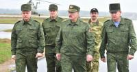 Президент на передовой: Лукашенко на «Западе-2017» подарили боевой пистолет