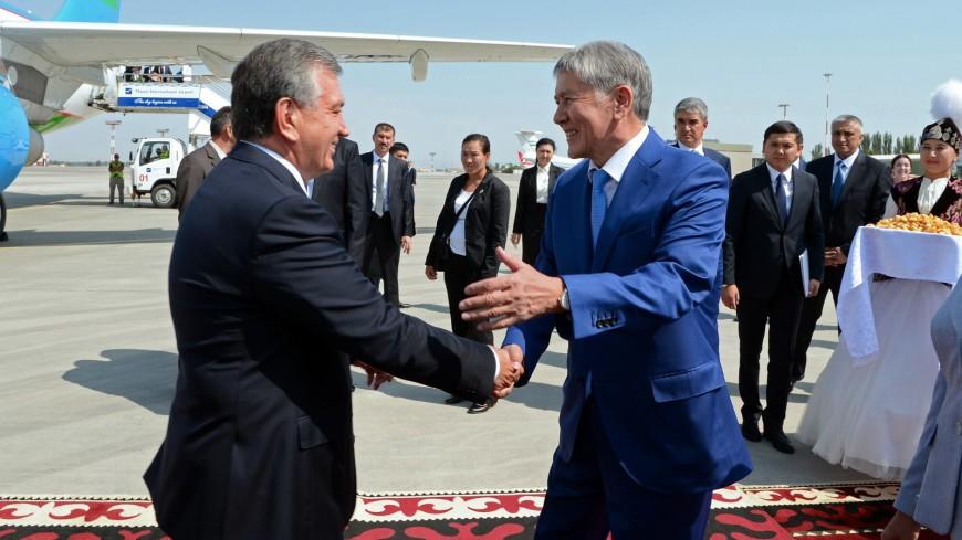 Атамбаев и Мирзиеев договорились о строительстве автотрассы в Китай