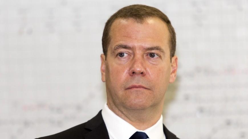 Медведеву подарили русский телефон навыставке импортозамещения
