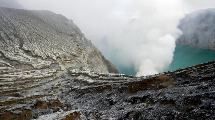 ВНеаполе семья из 3-х человек упала вкратер вулкана, все погибли