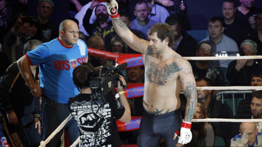 Емельяненко нокаутировал первого соперника после тюрьмы