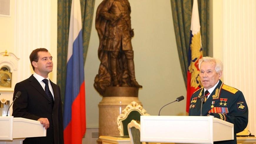 Вцентральной части Москвы  открыт монумент  Михаилу Калашникову
