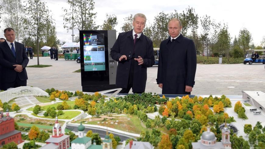 Путин приехал в новый парк «Зарядье» на электрокаре