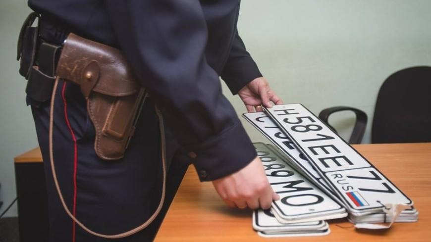 Полицейский и автомобильные номера,полиция, автомобильный номер, угон, ,полиция, автомобильный номер, угон,