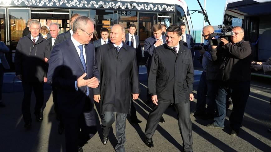 Путину показали предназначенные для столицы электробусы