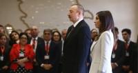 Алиев прибыл на избирательный участок в окружении семьи