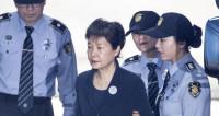 К гадалке не ходи: Пак Кын Хе получила 24 года тюрьмы