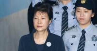 Суд Сеула приговорил Пак Кын Хе к 24 годам тюрьмы