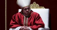 На всенощное пасхальное бдение в Ватикане пришли тысячи верующих