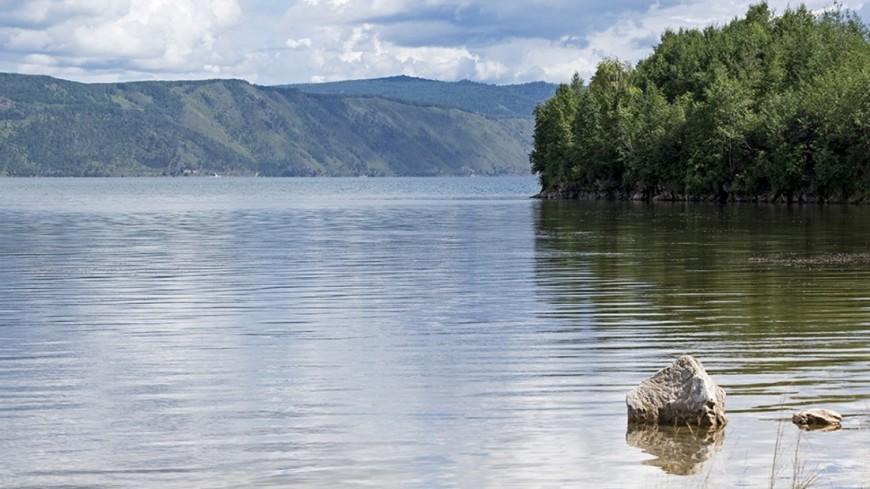Побережье Байкала захватили опасные водоросли