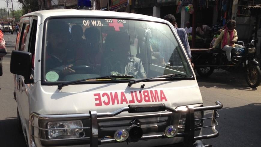В Индии школьный автобус упал в ущелье: около 30 погибших
