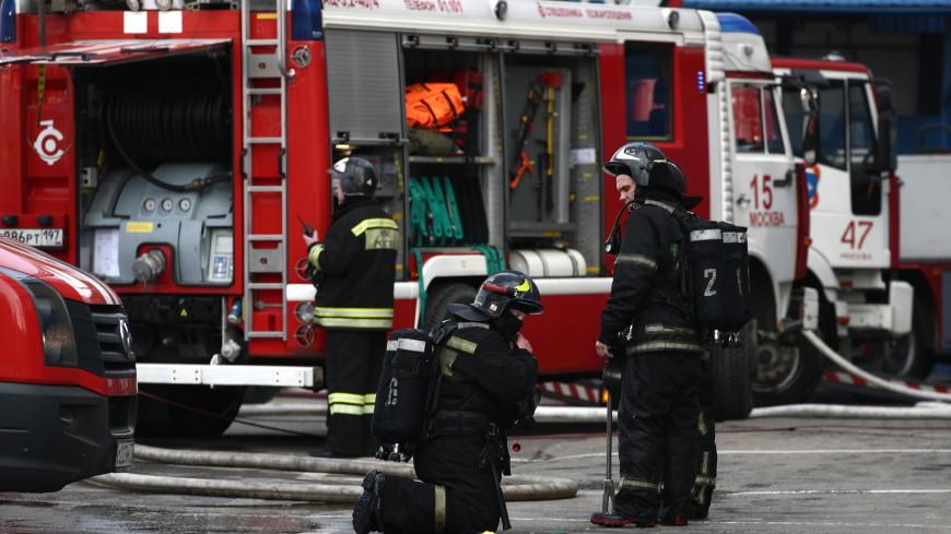 МЧС: При тушении возгорания в ТЦ «Персей» пострадали три пожарных