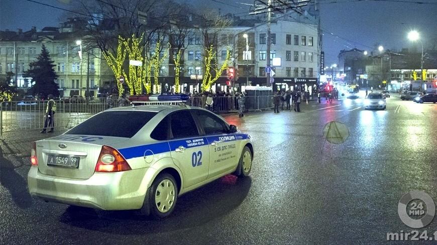 На западе Москвы опрокинулся бензовоз