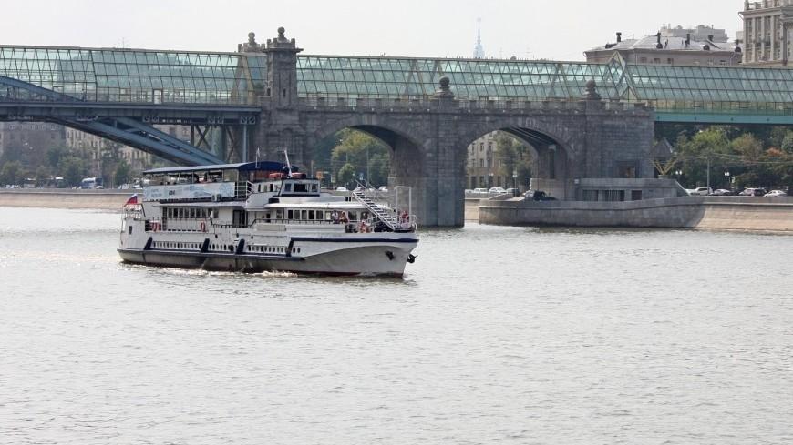 """Фото: Дарья Никишина (МТРК «Мир») """"«Мир 24»"""":http://mir24.tv/, теплоход, москва, андреевский мост, москва река"""