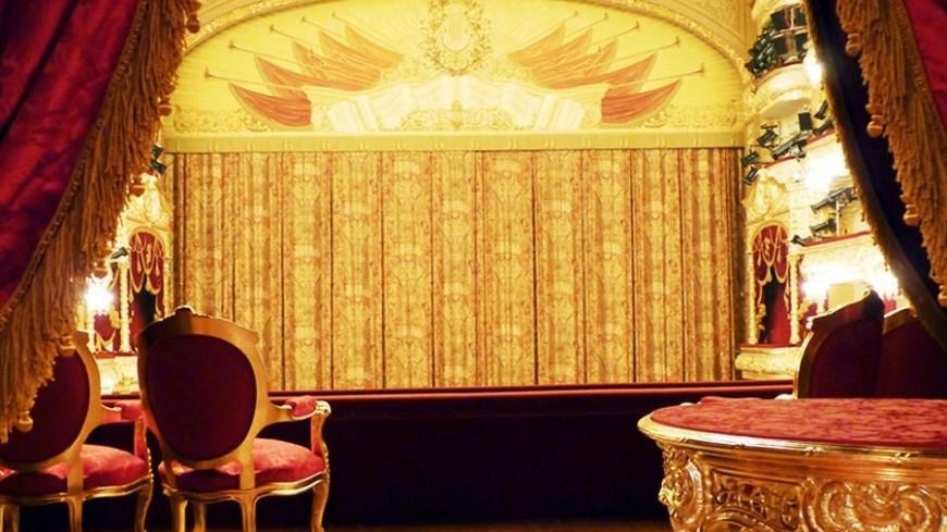 Школьники будут посещать театр не менее трех раз в год