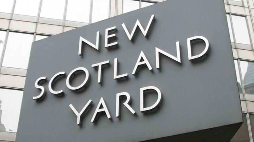 "Фото: ""Викимедия"":https://en.wikipedia.org/wiki/File:New_Scotland_Yard_sign_3.jpg, скотленд ярд"