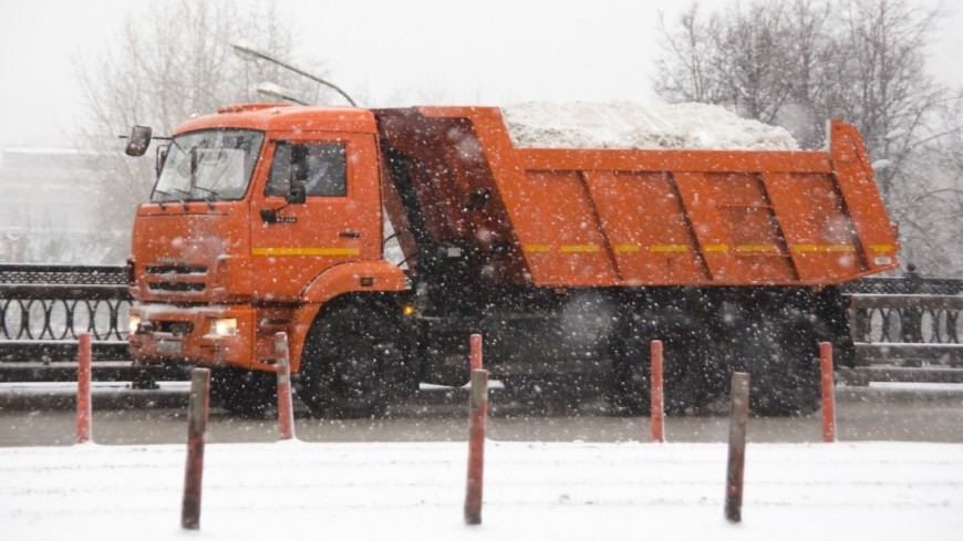 Снегопад в Москве,снег, снегопад, зима, погода, вывоз снега, грузовик, уборка снега, ,снег, снегопад, зима, погода, вывоз снега, грузовик, уборка снега,