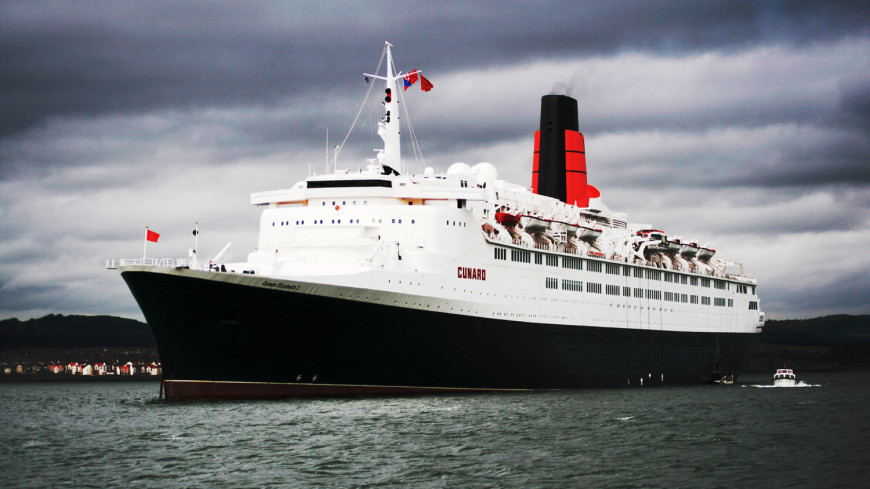 Океанский лайнер Queen Elizabeth 2 стал плавучим отелем