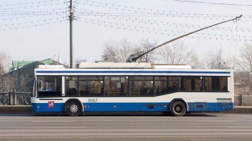 В Москве загорелся троллейбус