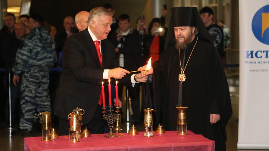 Благодатный огонь доставили в Москву