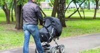 "Фото: Татьяна Константинова, ""«Мир 24»"":http://mir24.tv/, мама с коляской, родители, дети, коляска, младенец"