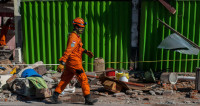 Число жертв землетрясения в Индонезии перевалило за 100