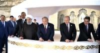 Президенты выпустили в Каспий мальков осетра и сделали общее фото