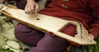 «Петербургский Садко»: уличный музыкант покорил виртуозной игрой на гуслях