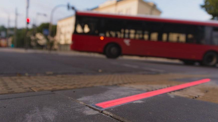В литовском Каунасе инновационный светофор положили на дорогу