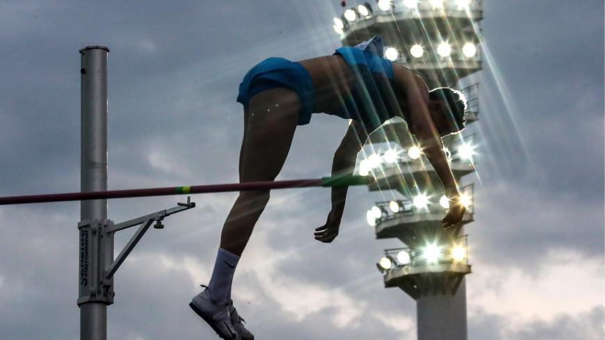 Россиянин Моргунов взял серебро ЧЕ в прыжках с шестом
