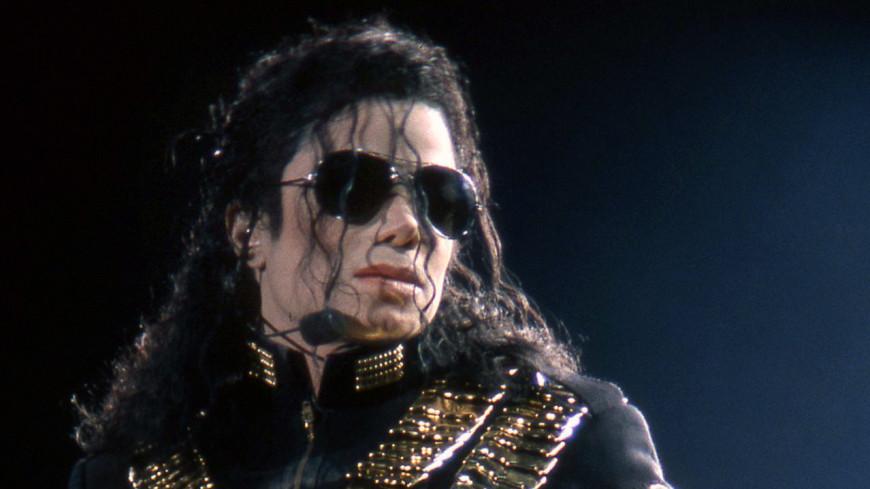 В посмертном альбоме Майкла Джексона есть фальшивые песни