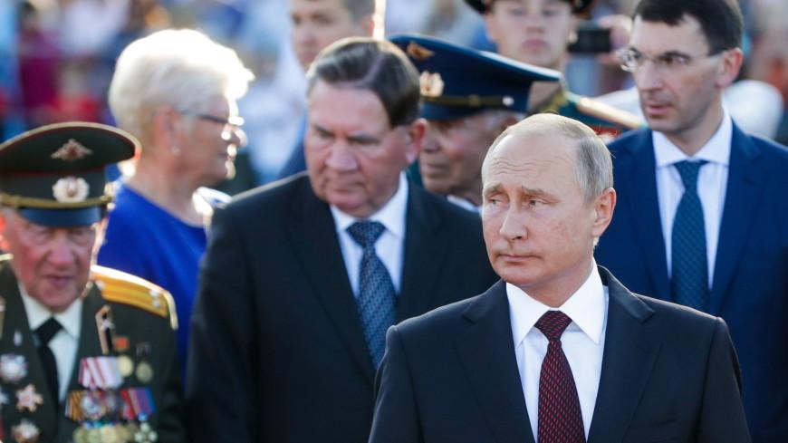 Путин: Россиян нужно учить почитать воинов, павших на полях ВОВ