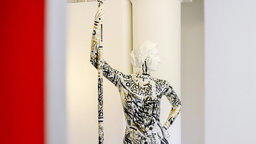 В Парке Горького появилась 3D-скульптура девушки с веслом