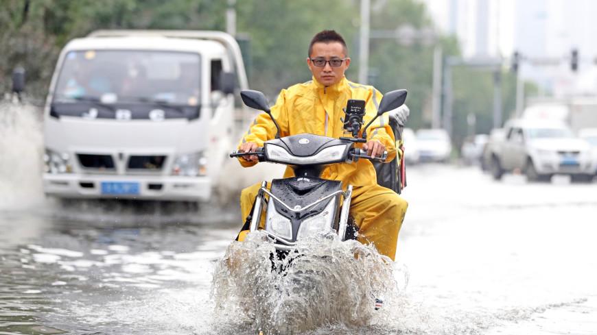 Всемирный потоп: дожди заливают целые города от Франции до Китая
