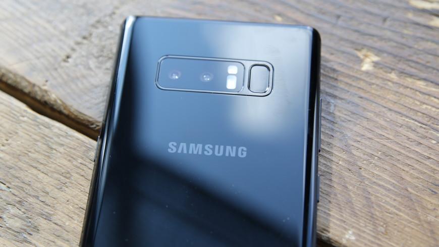 Пропускает свет: владельцы Samsung Galaxy Note9 пожаловались на брак