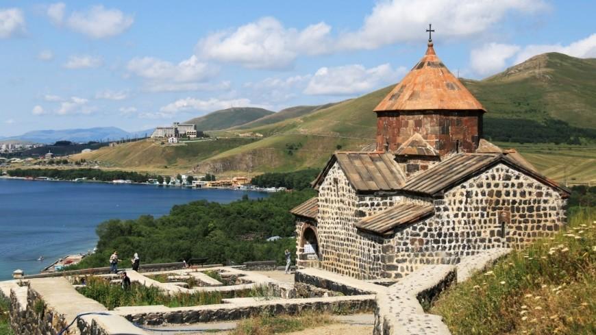Монастырь Севанаванк (Армения),Армения, Монастырь, Севанаванк, путешествие, религия, древность, вера, Севан, озеро,