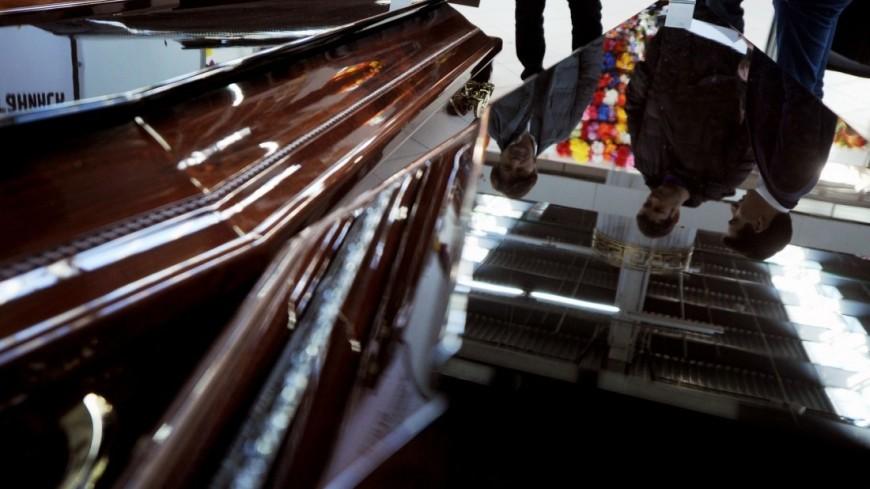 """Фото: Сергей Зенин (МТРК «Мир») """"«Мир 24»"""":http://mir24.tv/, кладбище, ритуал, ритуальный бизнес, похороны, гроб, крест"""